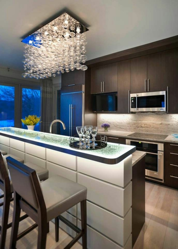 tolle-Ideen- für-ein-modernes-Design-cooler-Kronleuchter-moderne-Küche