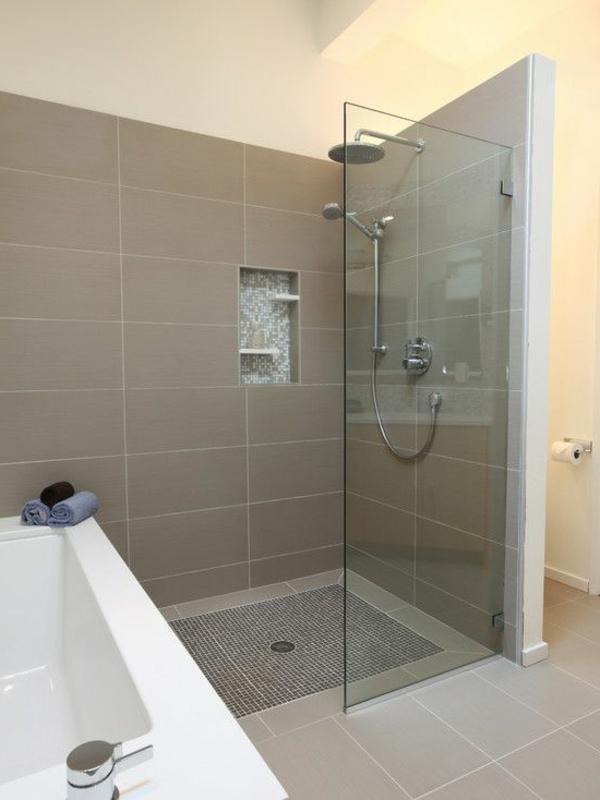tolle-Ideen-für-eine-moderne-Badezimmergestaltung-Glaswand