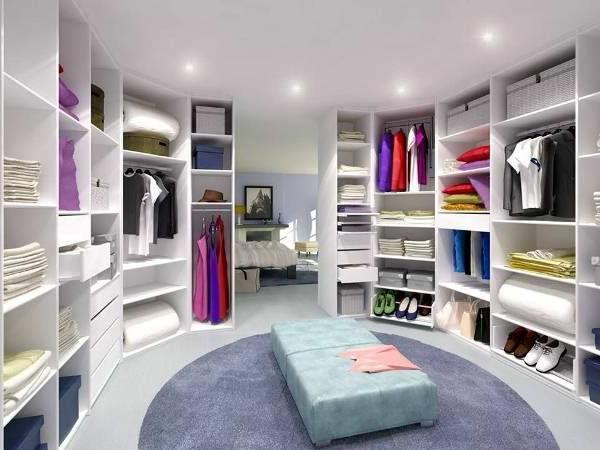 tolle-Wohnidee-moderner- begehbarer-Kleiderschrank