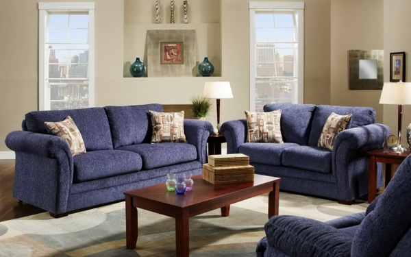tolle-und-moderne-Eierschalenfarben-für-ein-schönes-Wohnzimmer-blaue-Sofas