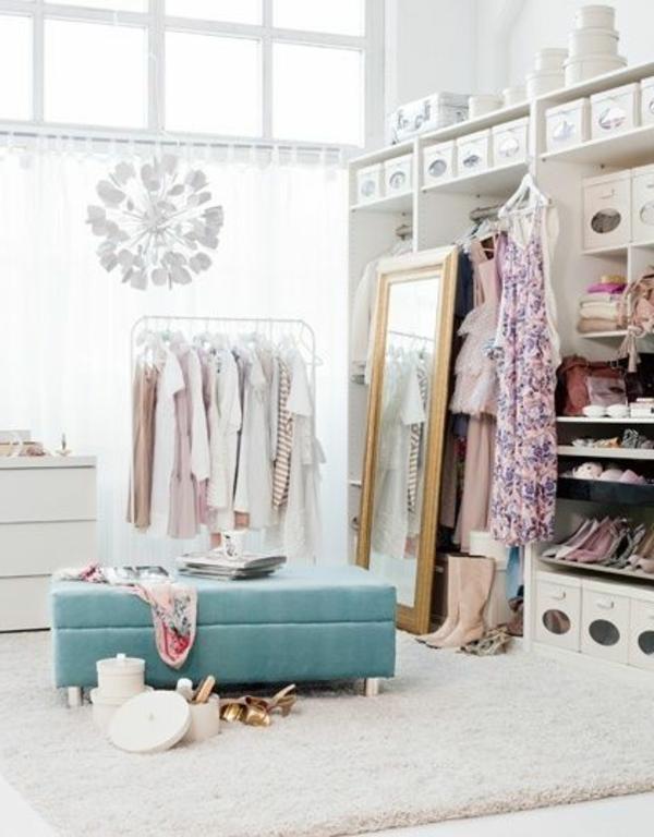 toller-moderner- begehbarer-Kleiderschrank-in-Weiß