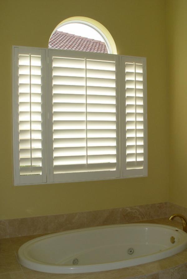 80 super designs von rollos f r badfenster - Sichtschutzfolie badfenster ...