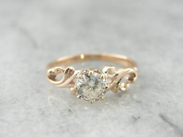 unikaler-goldener-wunderbarer-Verlobungsring