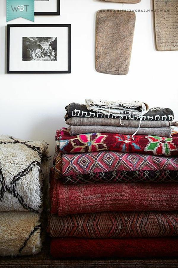 viele-dunkle-marokkanische-teppiche