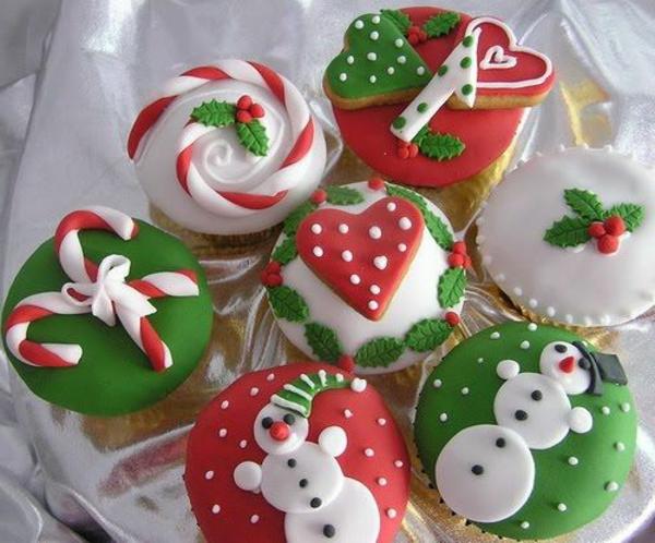 vielfältige-schmackhafte-Cupcakes-für-Weihnachten-backen