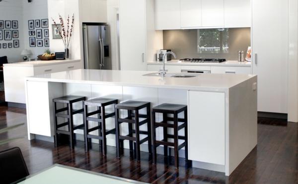 weiße-Kücheninsel-Ideen-für-ein-modernes-Design