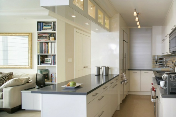 weiße-kleine-küche-einrichten-elegante-gestaltung