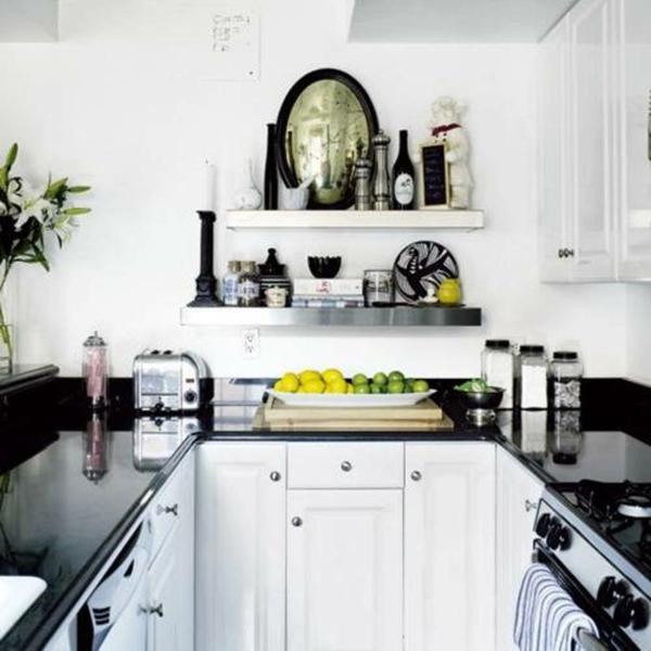 super kleine gemütliche küche in weiß und schwarz gestalten