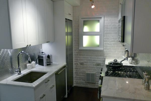 weiße-kleine-küche-einrichten-modernes-interieur