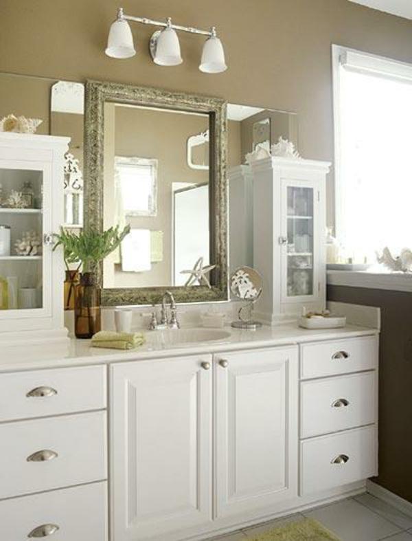 weiße-unterschränke-im-badezimmer