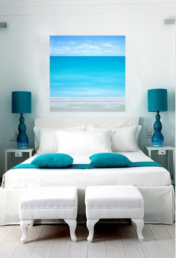 weißes-schlafzimmer-modern-gestalten-blaues-bild-an-der-wand