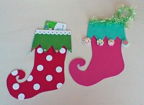 weihnachtsgeschenke-basteln-wunderschöne-stiefel-an-der-wand