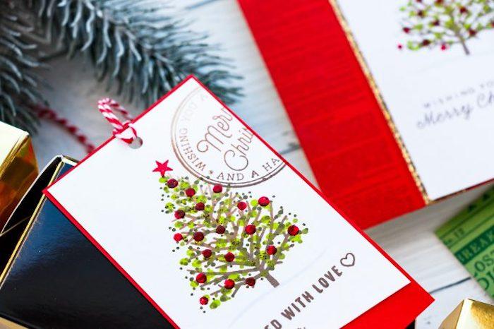 Weihnachtsbaum mit Aquarellfarben malen, rote Christbaumkugeln und Stern auf der Spitze, weihnachtskarten selber basteln vorlagen kostenlos