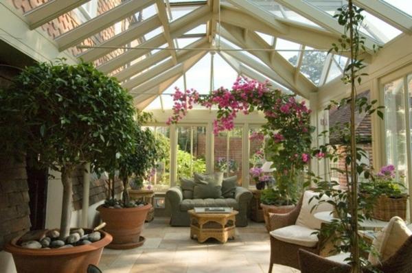 welche-Zimmerpflanzen-im-Wintergarten-kommen-Bäume-in-Blumentopf-wintergarten-gestalten