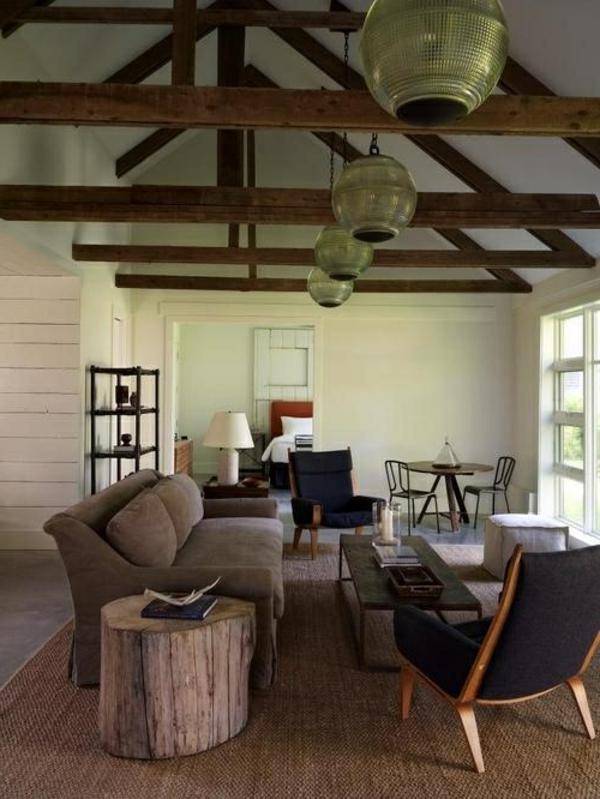 wohnzimmer-rustikal-hohe-decke-sehr-schön