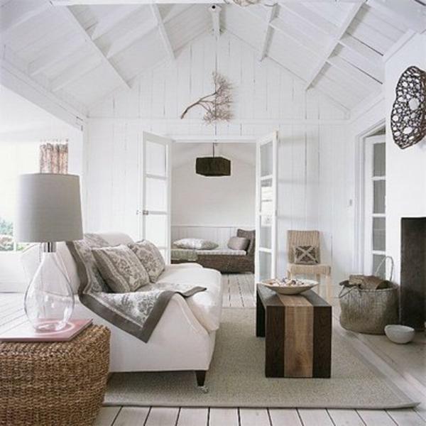 wohnzimmer-rustikal-weiße-farbe-und-hohe-decke