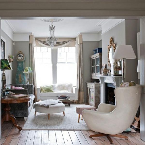 wohnzimmer-rustikal-weißer-sessel
