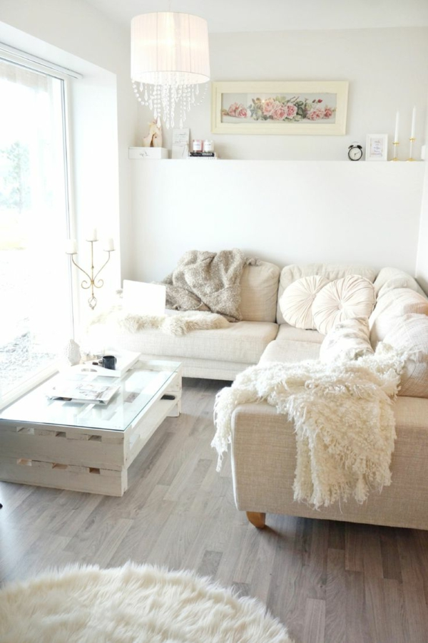 -wunderbare-und-moderne-Eierschalenfarben-in-dem-Wohnzimmer