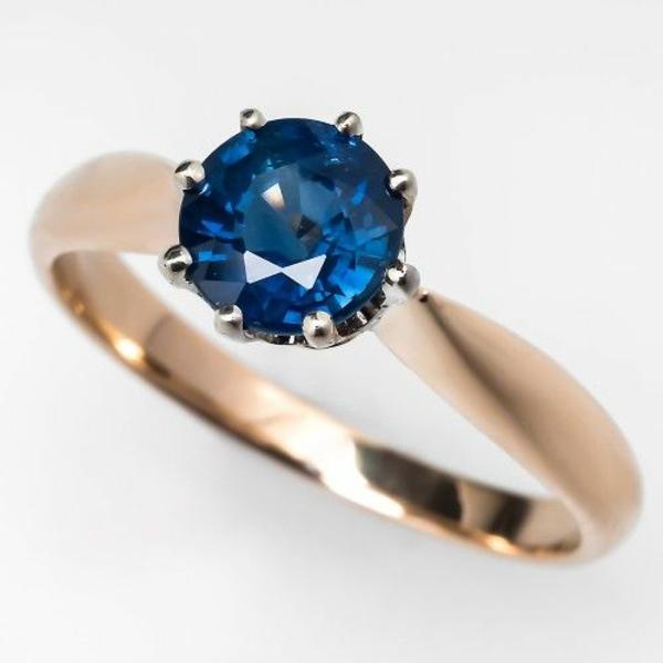 wunderbarer-Verlobungsring-Blau