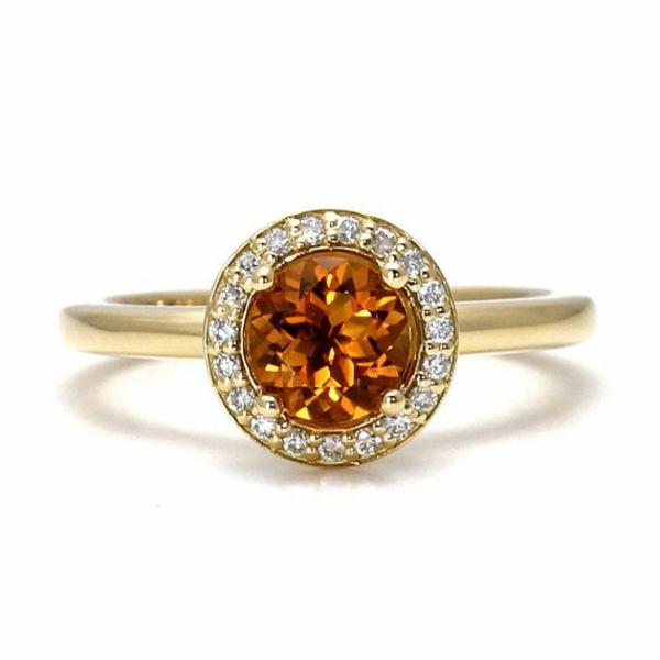 wunderbarer-Verlobungsring-aus-Gold