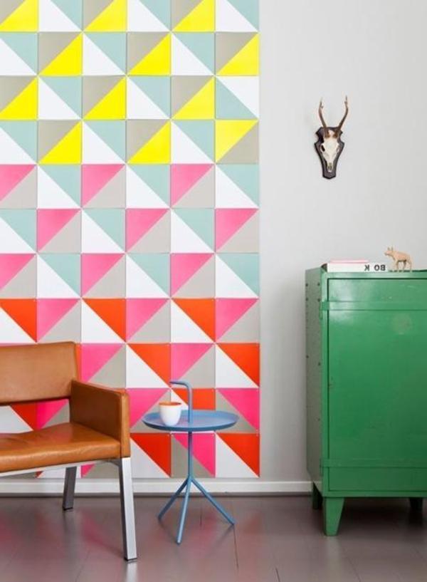 wunderbares-Interior-mit-Neonfarben-originelle-Wandgestaltung
