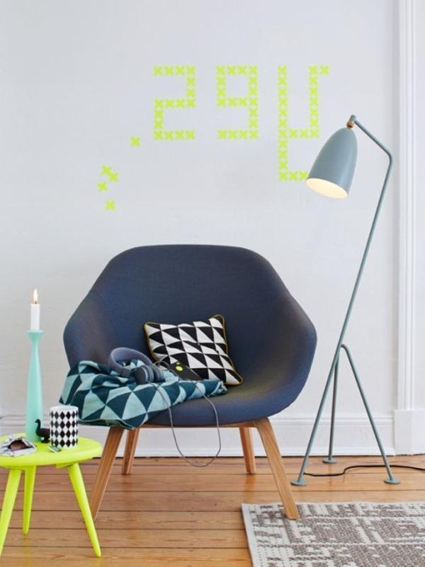 wunderbares-Interior-mit-Neonfarben-hocker