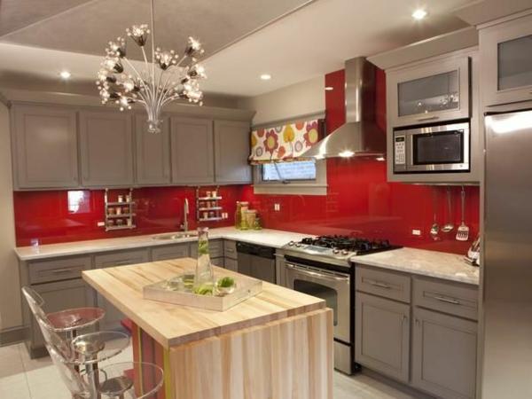 wunderschöne-rote-küchen-wandfarbe