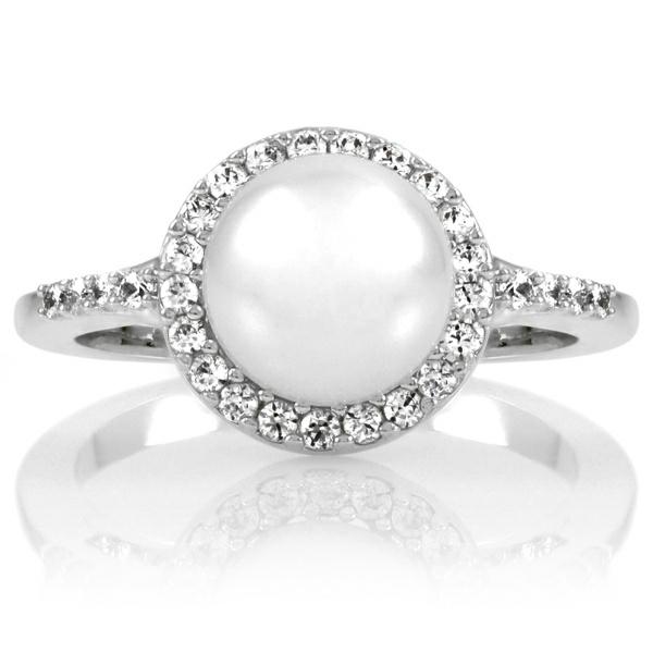 wunderschöner-Verlobungsring-mit-einer-Perle