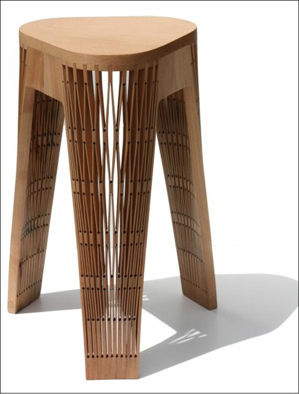 wunderschöner-praktischer-Hocker-aus-Holz