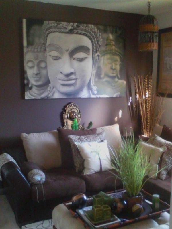 zimmer-einrichtungsideen-buddha-bild-an-der-wand-im-wohnzimmer