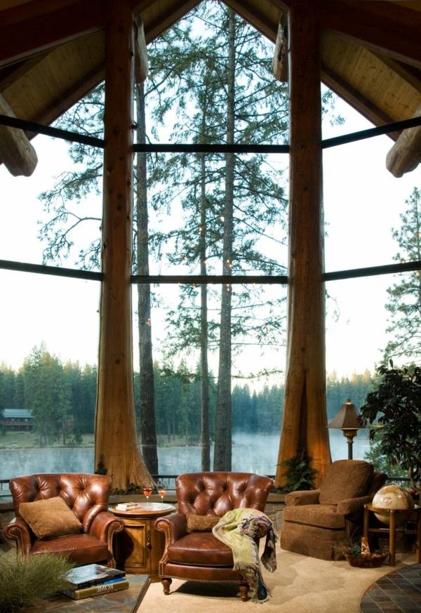 cooles bild wohnzimmer:zwei braune ledersessel im coolen wohnzimmer mit gläsernen wänden