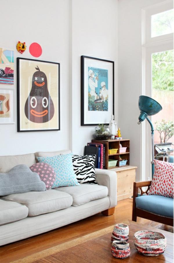 zimmer-einrichtungsideen-helles-wohnzimmer-mit-bildern-an-der-wand