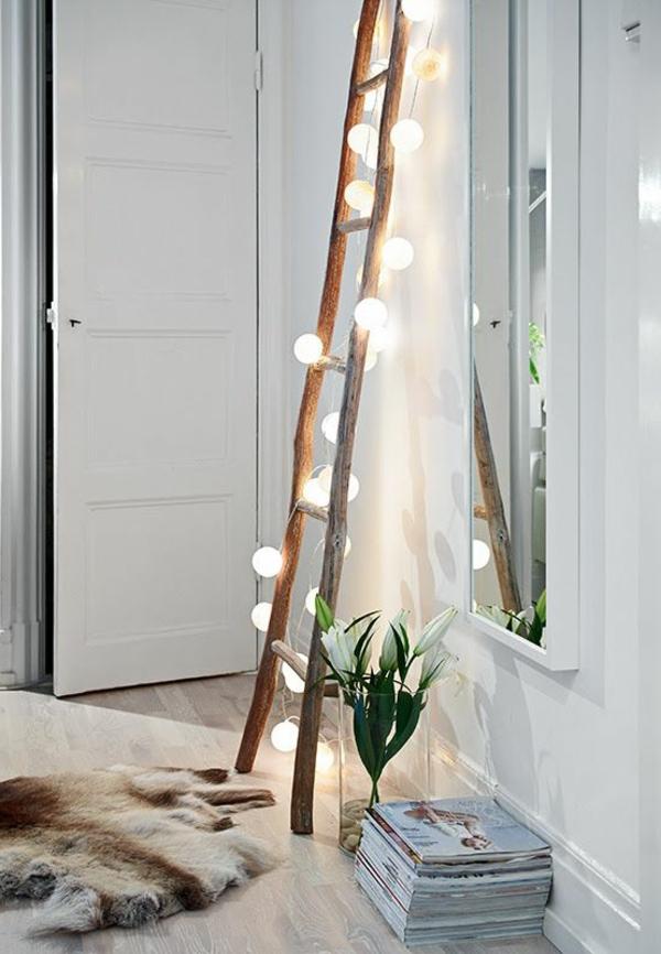 zimmer-einrichtungsideen-leuchtende-hölzerne-treppe-im-flur