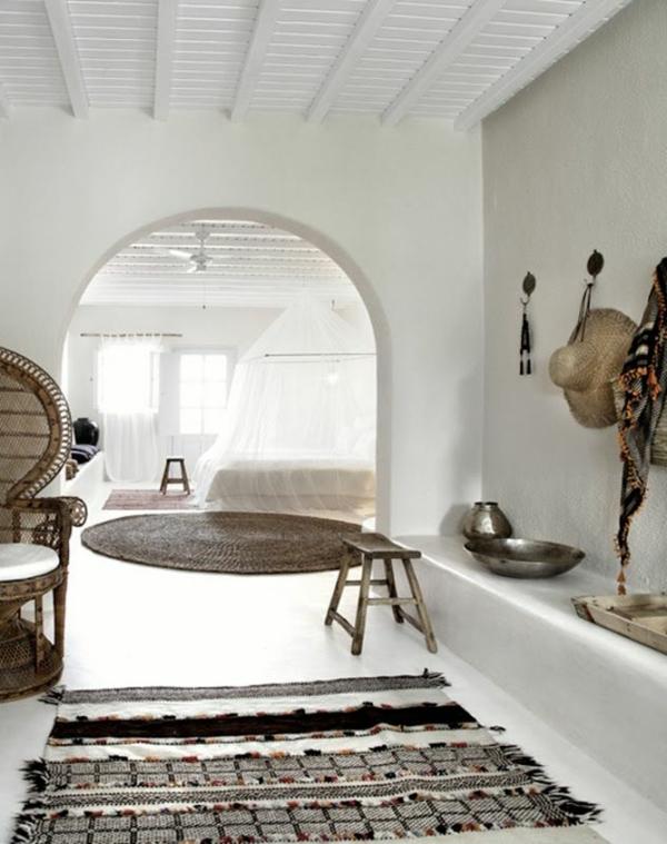 zimmer-einrichtungsideen-super-cooles-weißes-großes-wohnzimmer