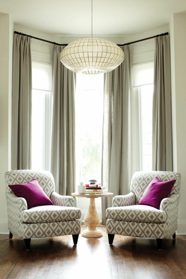 Zimmer Einrichtungsideen Zwei Sessel Mit Lila Kissen Im