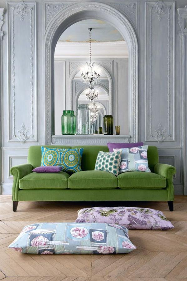 zwei-wunderschöne-helle-boden   sitzkissen-im-eleganten-wohnzimmer