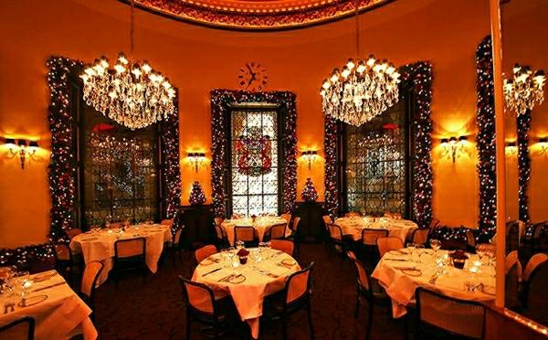 Weihnachtsdekoration in Restaurants