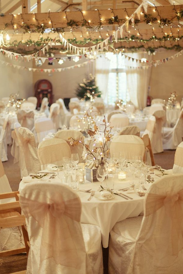 weiße weihnachtsdeko - elegantes restaurant