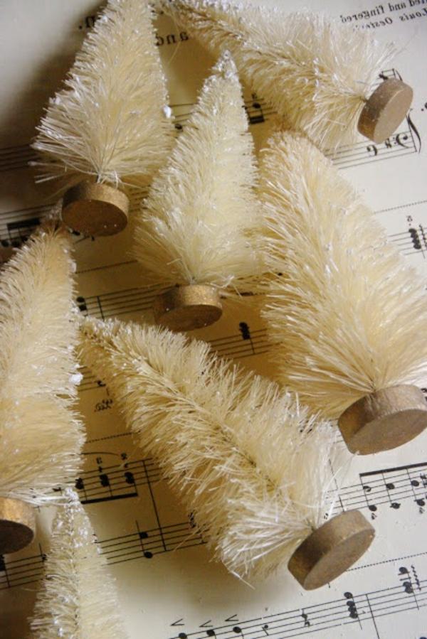 weiße weihnachtsdeko - schöne weihnachtsbäume - sehr klein