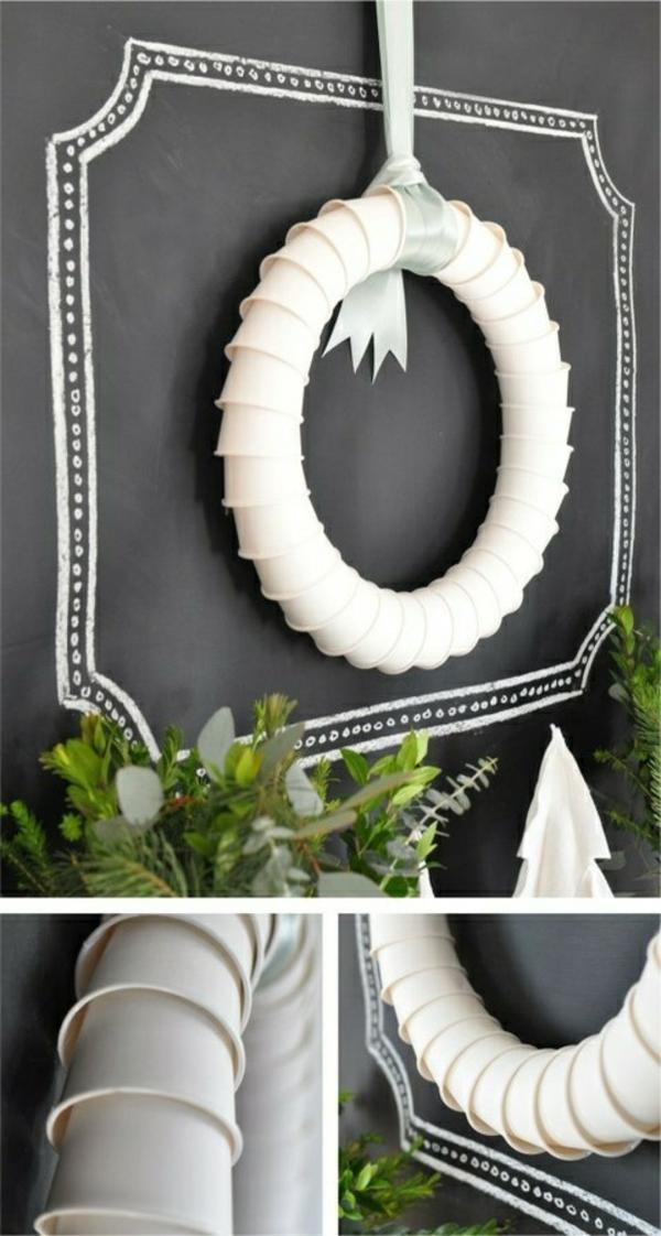 weiße weihnachtsdeko - für die wand - kranz in weiß