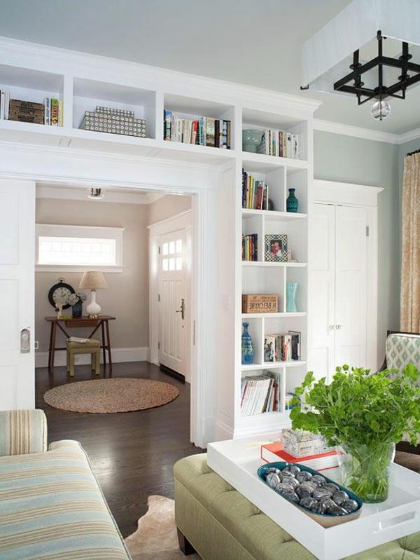 wohnzimmer einrichten - regale für bücher und dekoartikel
