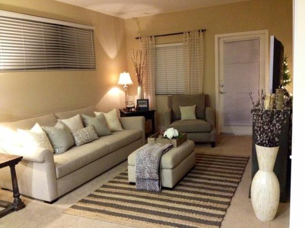 kleines wohnzimmer einrichten - weißes sofa