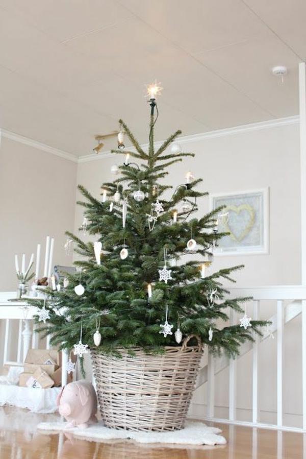 weiße weihnachtsdeko für tannenbaum - sehr elegant aussehen
