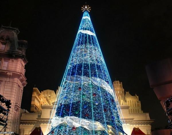 600x470-modern-christmas-tree-186043-resized