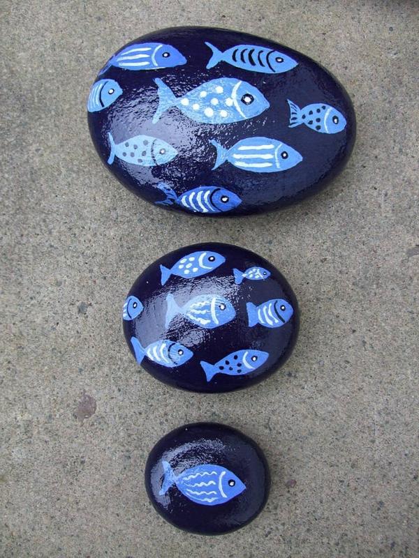schöne blaue fische - kieselstein dekoration