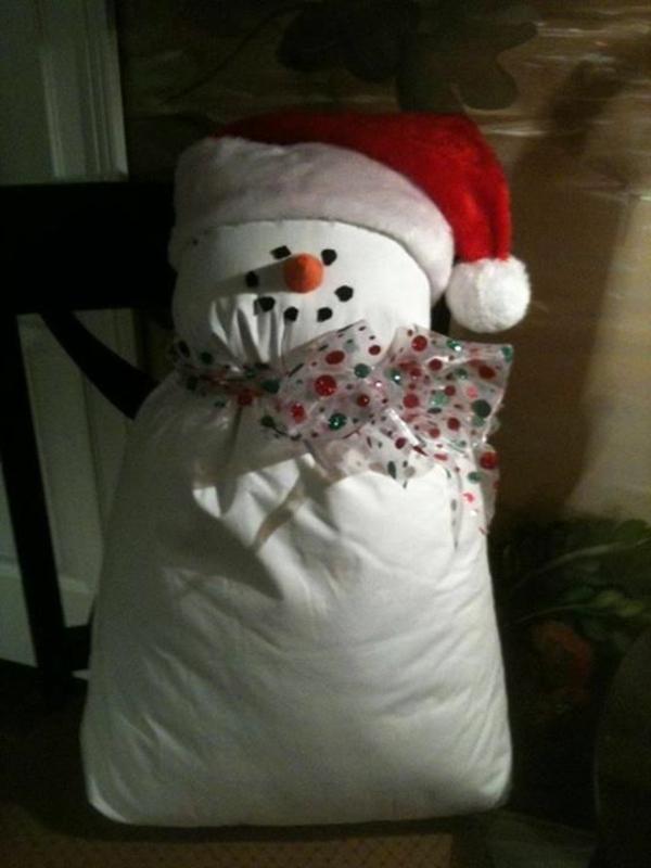 weiße weihnachtsdeko - ein selbergemachter schneemann