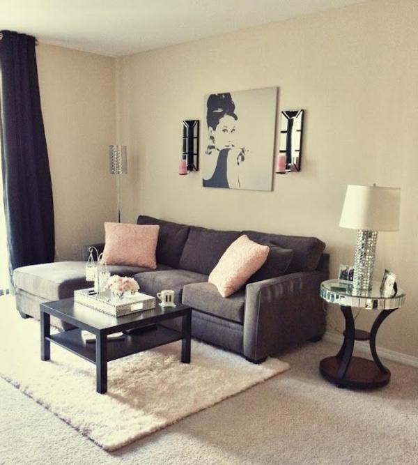 kleines wohnzimmer einrichten dunkle gardinen und weie lampe - Kleines Wohnzimmer Einrichten
