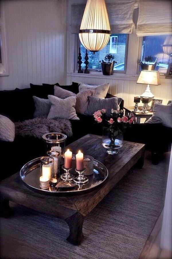 kleines wohnzimmer einrichten - sofa dekokissen und kerzen