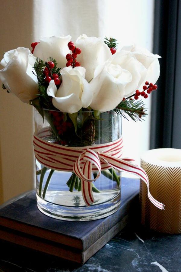 weihnachtsdeko - rosen in weißer farbe