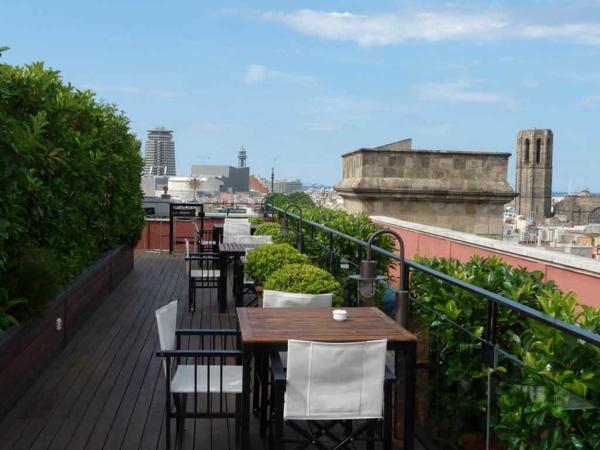 Barcelona-Terrassengestaltung-effektvolles-Design luxus exterior design